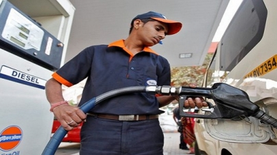 Petrol prices below Rs. 77 in Delhi after 13th consecutive reduction
