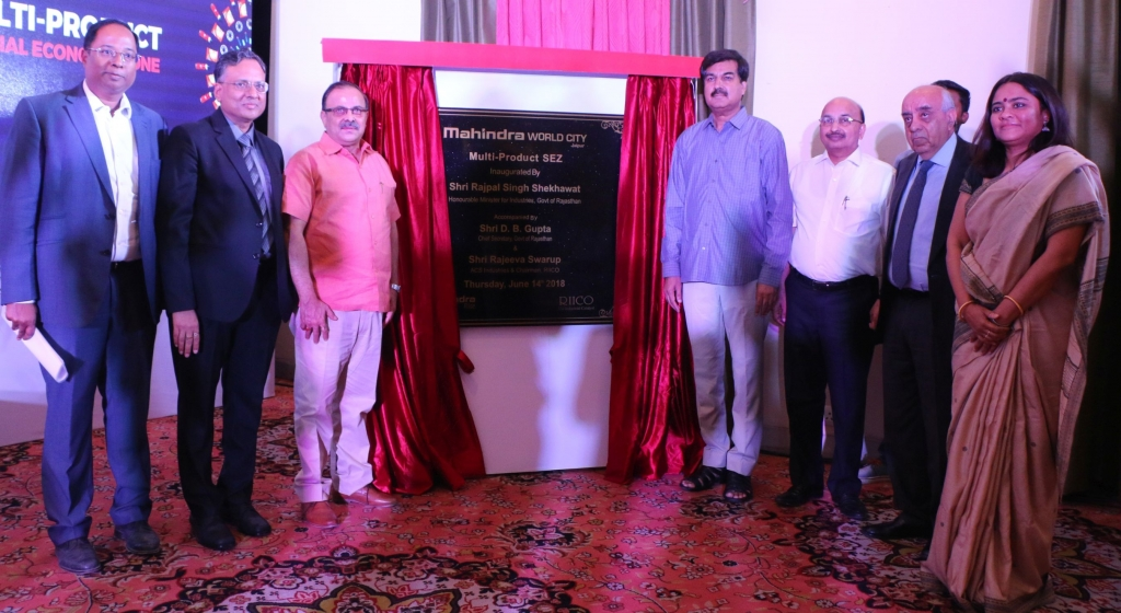 Sanjay Srivastava, Dr LB Singhal, Rajeeva Swarup, Rajpal Singh Shekhawat, DB Gupta and Arun Nanda during inauguration of Mahindra World City Multi-product SEZ