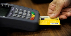 Visa eyes more small merchants; slashes down fee