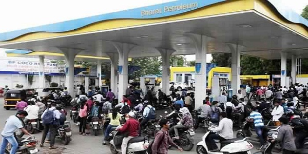 Steep Decrease in Petrol and Diesel Prices Expected as Crude Oil Tumbles