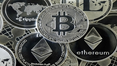 Bitcoin Maintains Growth While Other Digital Currencies Witness Downfall