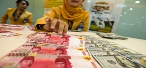 Indonesia's Rupiah Touches the Record Low Since 1998